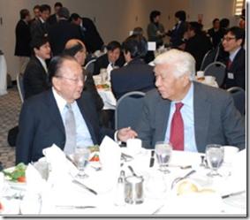 Bob Nakamoto (R) and Senator Daniel Inouye
