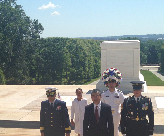 The JACL-JAVA contingent following the laying of the wreath.  L-R:  RADM Joseph M. Vojvodich, USCG,   Jurnee Padgett, Vincent Matsui,  LT Jason Osuga, USN, and Honor Guard Officer.  Photo from Vincent Matsui.